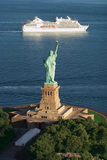 Regent-Seven-Seas-Navigator-Statue-of-Liberty - Get a close-up view of the Statue of Liberty from the decks of Seven Seas Navigator as you sail into New York's harbor.