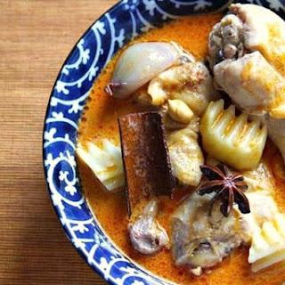 Chicken Massaman Curry (Kaeng Matsaman Kai)