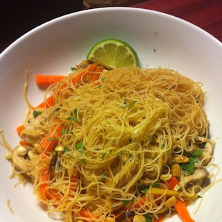 Vermicelli Noodles With Ginger, Chicken And Vegetables.