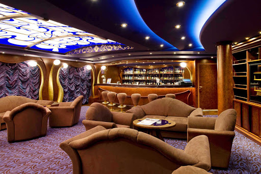 MSC-Divina-Cigar-Lounge - MSC Divina's Cigar Lounge is the ideal place to relax and enjoy an after dinner apéritif.