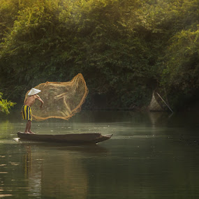 fisherman by Jakkree Thampitakkul - People Street & Candids ( fishing, silhouette )