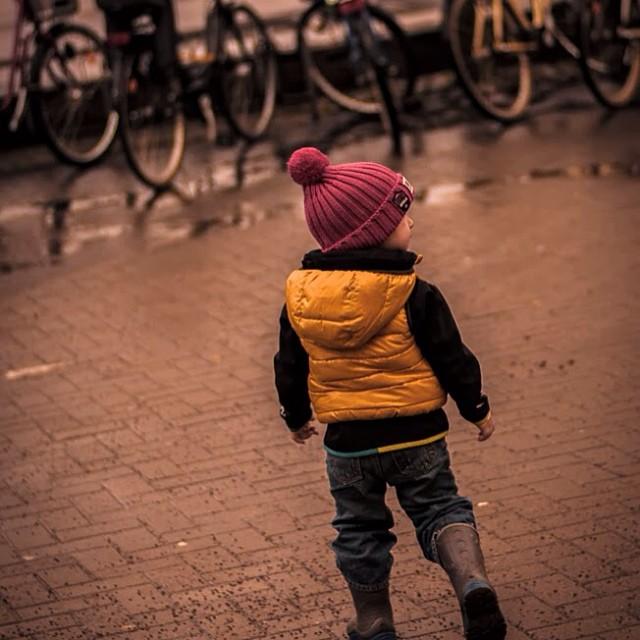 Bra resultat till hörselstesten för O, fejra med att hoppa i vattenpölarna! #1årimittliv #1årimittlivjeanette dag 10. Väst från Zara mössa och jacka från #ticket2heaven by Jeanette Birkholm - Babies & Children Child Portraits