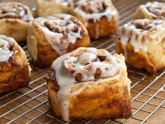 Quick Cinnamon Buns with Buttermilk Glaze Recipe