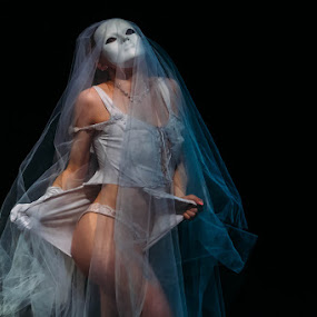 Phantom Dancer by Kevin Case - People Musicians & Entertainers ( canon, kevin case, coneyisland, newyorkcity, burlesque, kevdia photography, canon photography, kevdia, brooklyn )