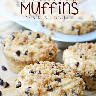 {Mini} Chocolate Chip Muffins with StreuselTopping.