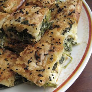 Flaky Spinach Pie (Ispanaklı Tepsi Böreği)