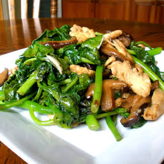 CHICKEN AND CHINESE BROCCOLI.