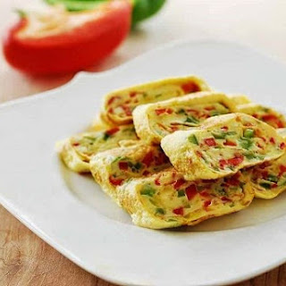 Gyeran Mari (Rolled Omelette) with Bell Peppers.