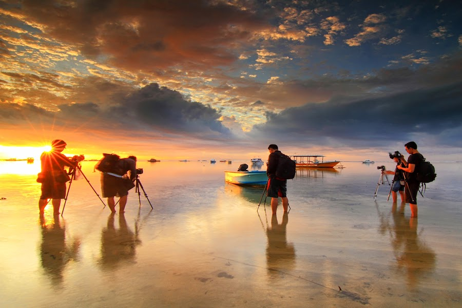 sunrise hunter by I Made  Sukarnawan - People Group/Corporate