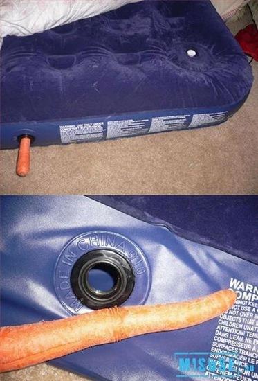 Si has perdido el tapón de tu cama hinchable, no te preocupes, usa una zanahoria