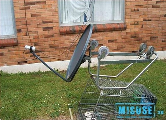 Chapuza, soporte para la antena parabolica con carro de supermercado
