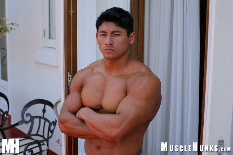 Latin muscle man Ko Ryu