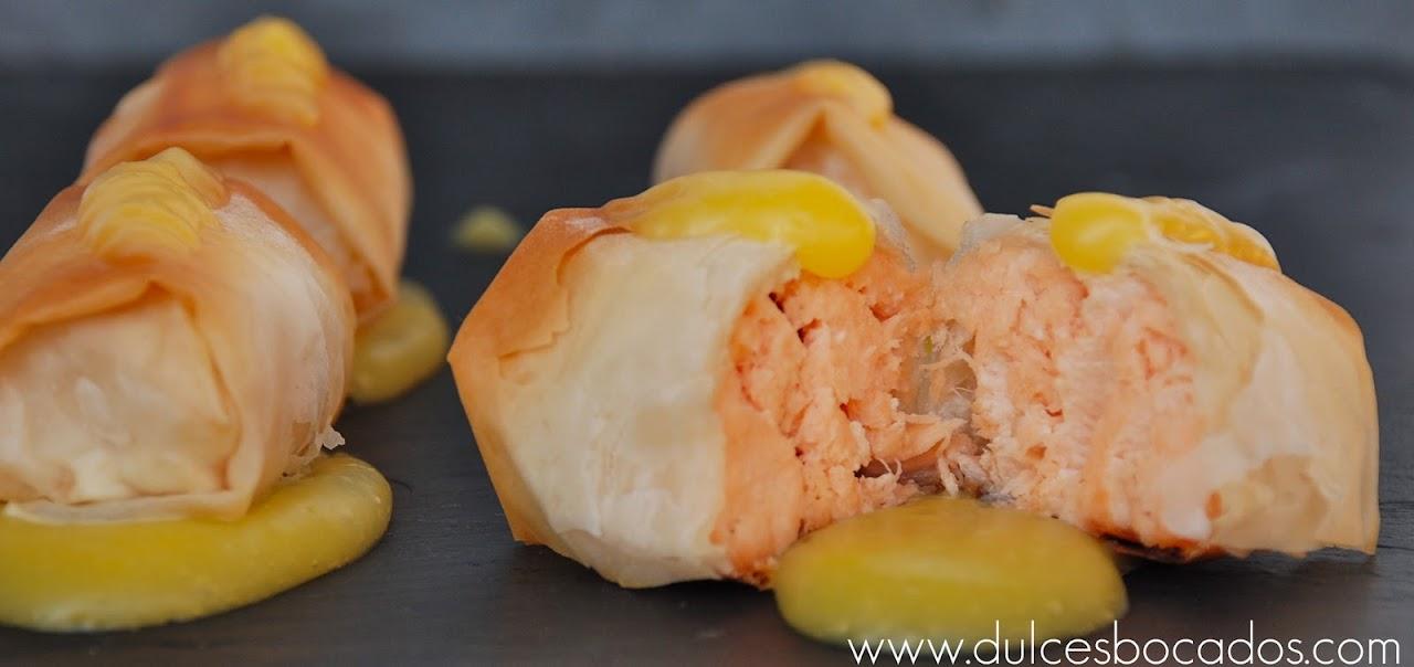 Crujiente de salmón con crema de naranja
