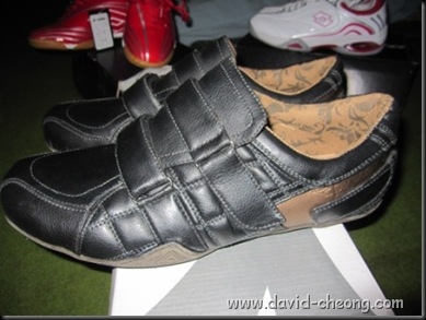 black diadora shoe