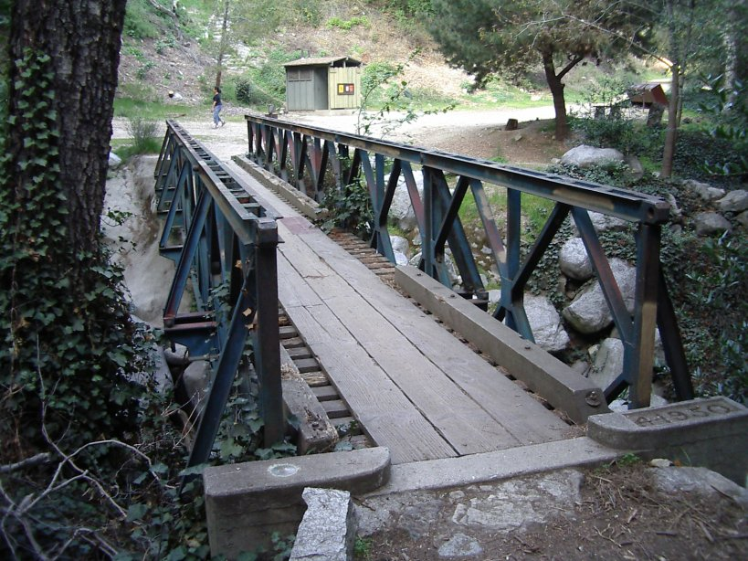 Footbridge to main trail crossing near Chantry Flat.