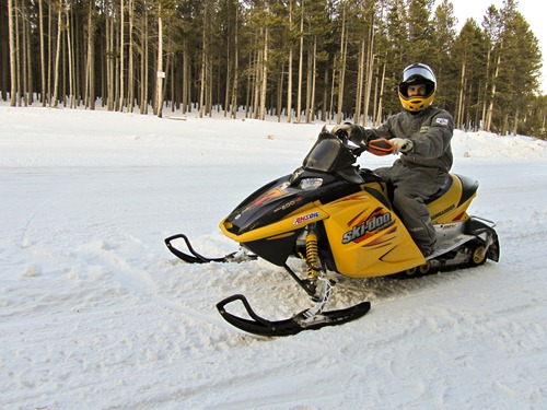 snowmobiling201003