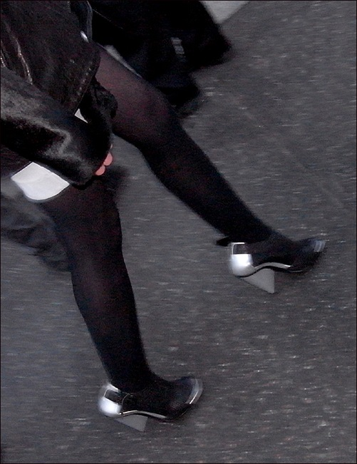 w black leather coat tights black-sliver shoes 3