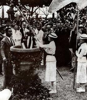 Resultado de imagem para queima das bandeiras em 1937