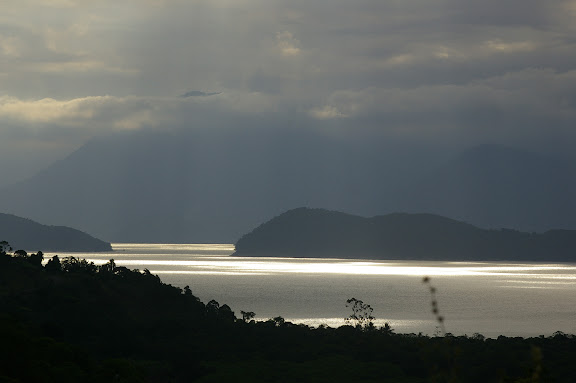 Depuis Picinguaba, la vue vers Itamambuca. 20 février 2011. Photo : J.-M. Gayman