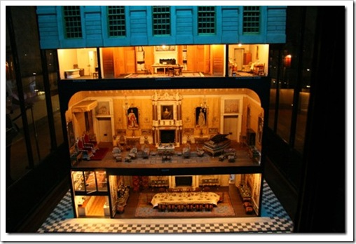 Queen_Marys_doll_house_at_Windsor_Ca[1]