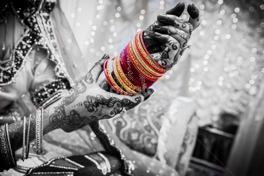 Bangles by Irfaan Hussein - Wedding Details ( henna, mehendi, black and white, wedding, colors, beautiful, bangles, bride )