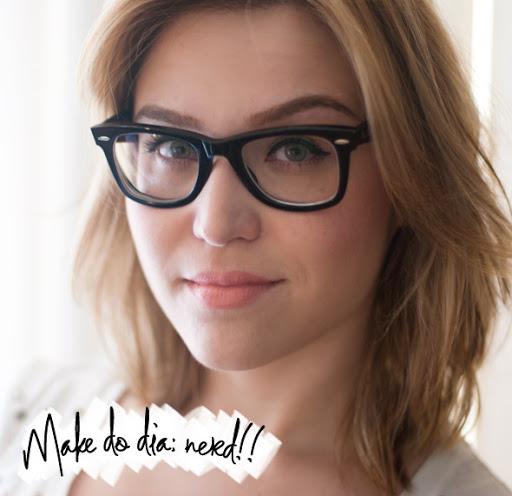b2adb4f22093b Muita gente me pergunta sobre maquiagem com óculos. Eu também já tive  muitas dúvidas sobre isso (tenho mais de cinco graus de miopia!), mas como  na maior ...