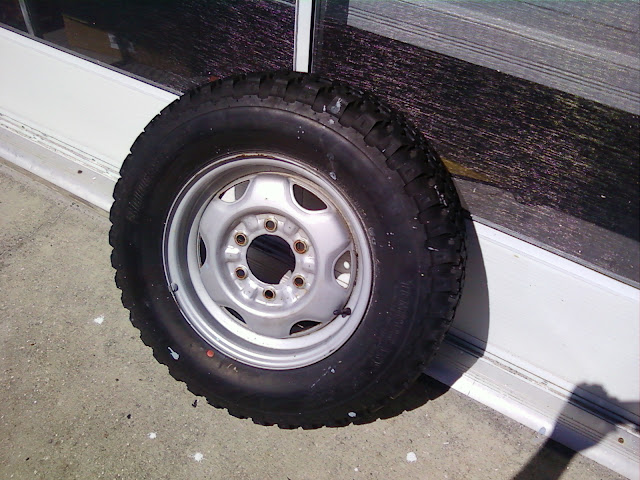 jeep wheels and low pro tires pirate4x4 com 4x4 and off road forum. Black Bedroom Furniture Sets. Home Design Ideas