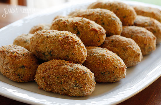 Not sure what to do with all your leftover turkey? Baked croquettes are a perfect way to use your leftover turkey and mashed potatoes!