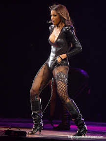 Ciara warms up the crowd for Britney