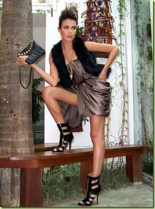 e968d3044 A modelo convidada foi a hostess da casa noturna Liqüe Aghata Almeida que  posou nas dependências do salão Vimax Beauty, com beleza assinado por  Sherlock ...