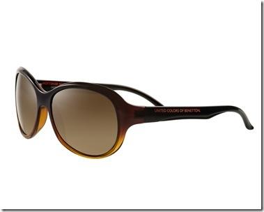 c5babe902 Visual minimalista na coleção feminina de óculos de sol United Colors of  Benetton