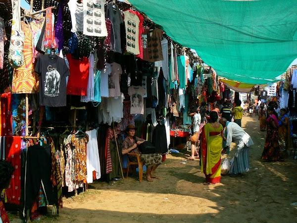 Imagini India Goa: prin targul Anjuna