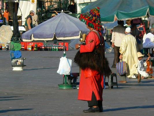 Obiective turistice Maroc: Jema el-Fnaa Marrakech - vanzatori de apa.JPG