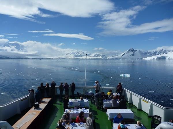Imagini Antarctica: masa pe vasul de croaziera