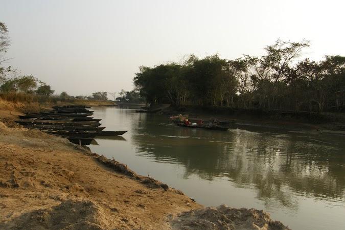 Obiective turistice India: la vanatoare de delfini.JPG