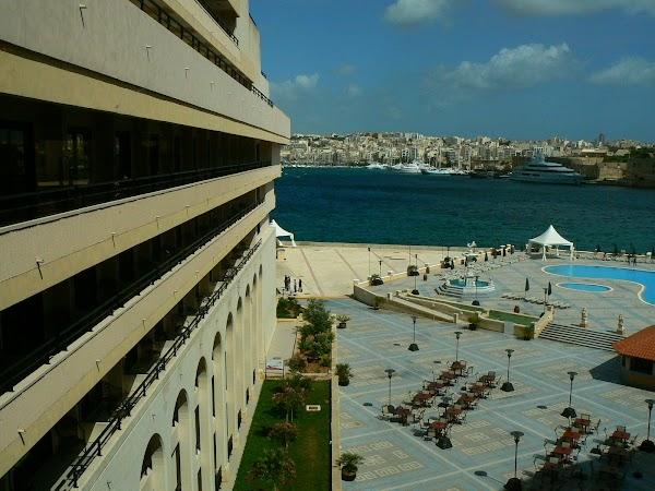 10. curte interioara hotel Excelsior Malta.JPG