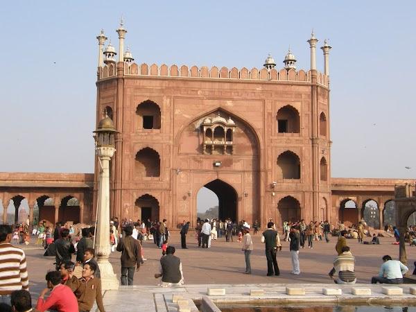 Obiective turistice India: la moscheea Jama Masjid din Delhi