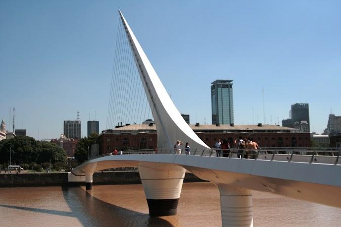 Obiective turistice Argentina: PODUL FEMEILOR LA PUERTO MADERO.jpg