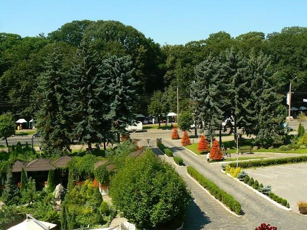 Imagini Ucraina: hotel Bukovina, Bucovina, Cernauti gradina hotel.JPG