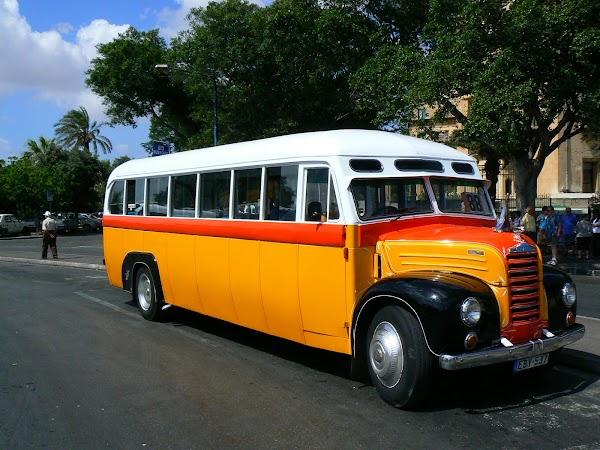Atractii turistice Malta autobuz Malta, autogara din Valletta