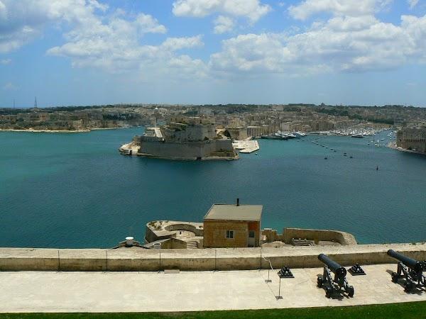 Obiective turistice Malta: Vittoriosa vazuta din Valletta.JPG
