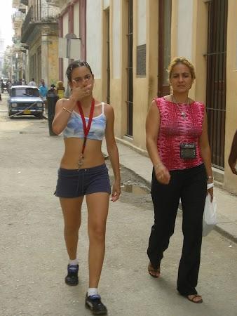 Obiective turistice Cuba:  2 generatii de cubaneze.jpg