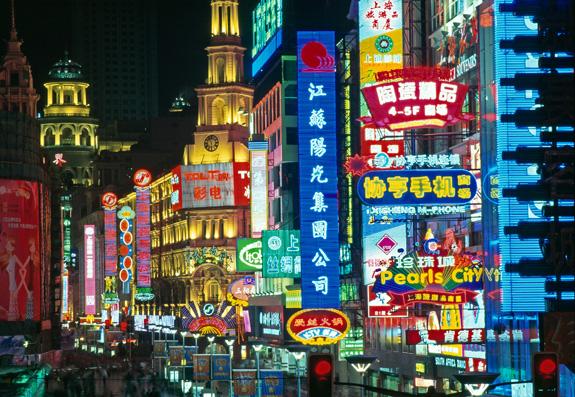 Atractii turistice China: Nanjing Lu noaptea, Shanghai