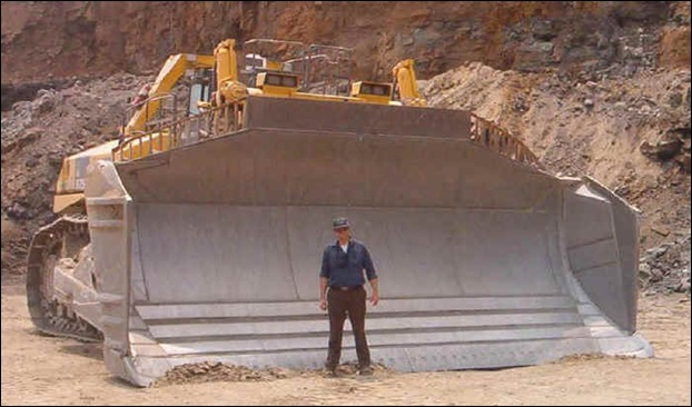 10 Models Of The World's Largest Bulldozer ~ MegaMachine