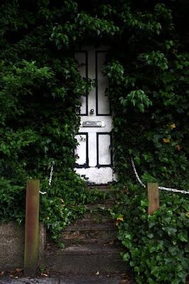 在汉普斯特德隐蔽门花园在伦敦郊区