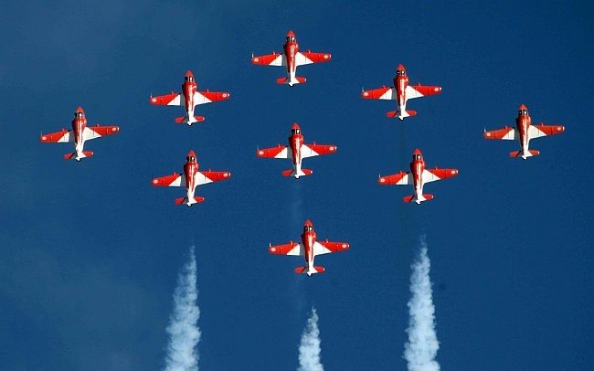 20110305-Indian-Air-Force-Surya-Kiran-Aerobatics-Wallpaper-11-TN