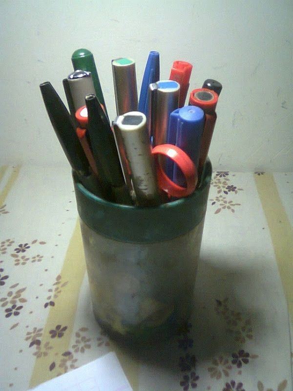 Bouquet of pens - see, how studious I am!! [or at least would like you to believe]
