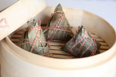 close-up photo of Rice dumplings in a steamer