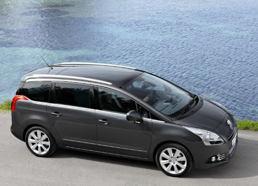 PEUGEOT 5008: the Old Compact Van In a New Style