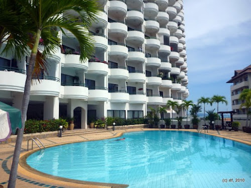 <a href='rent_room_pattaya_sb1410.phtml'><b>Star Beach Pattaya:</a></b><br>luxury condo with breathtaking seaview from 800 Baht / day